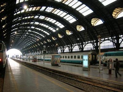Roma termini un uomo con fucile tra i binari evacuata for Affitto ufficio roma stazione termini