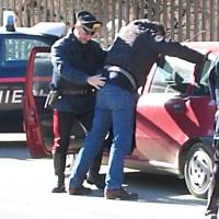 Carabinieri-perquisizione-arresto