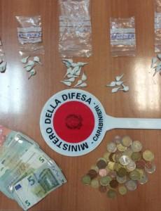 Compagnia di Frosinone, foto stupefacente e denaro